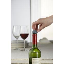 Pompe pour préserver le vin avec 2 bouchons
